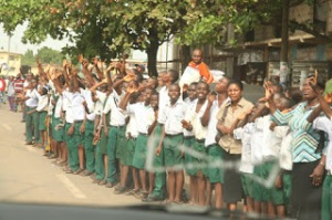 School-kids-on-the-street-for-Ojukwu