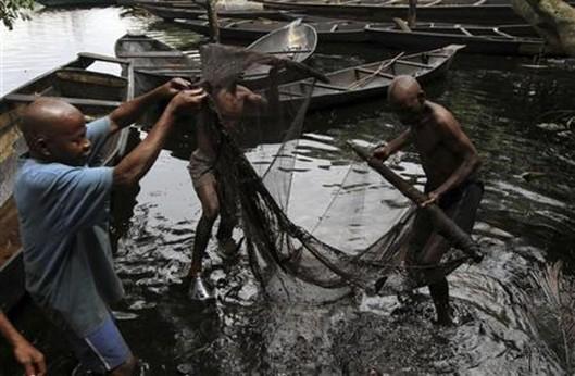 oil-spill-fishing